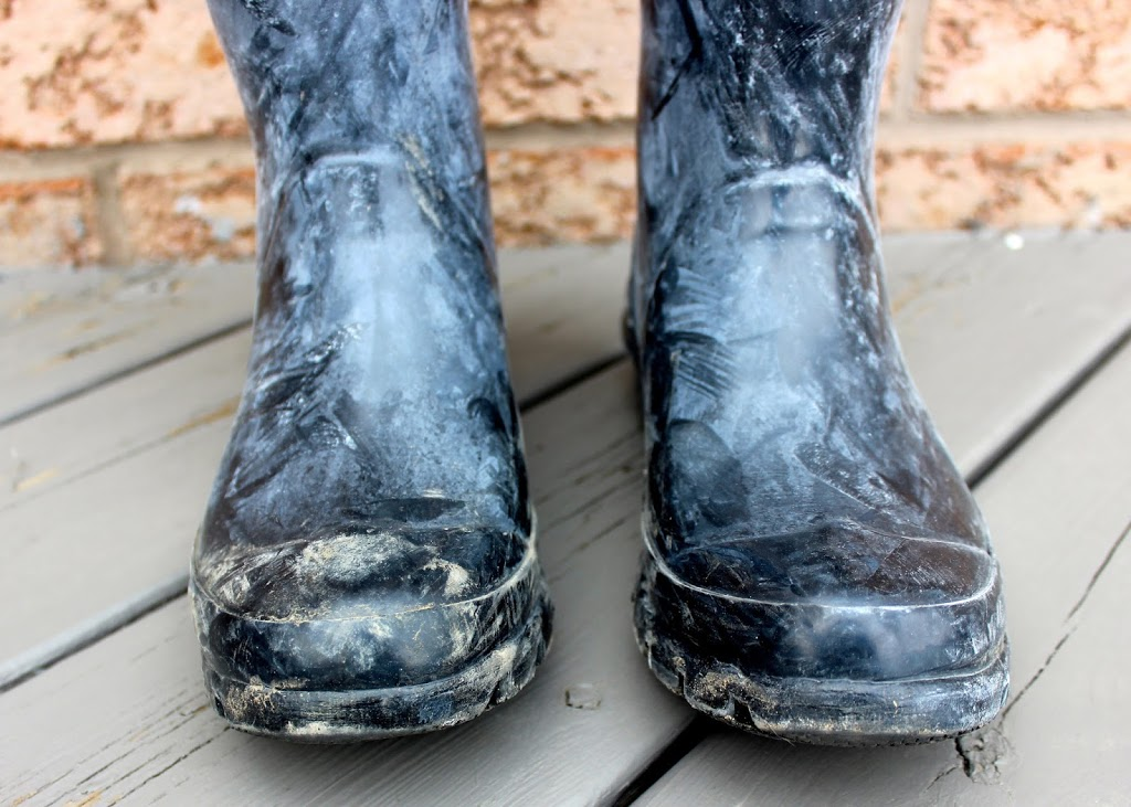 How to clean hunter boots white film