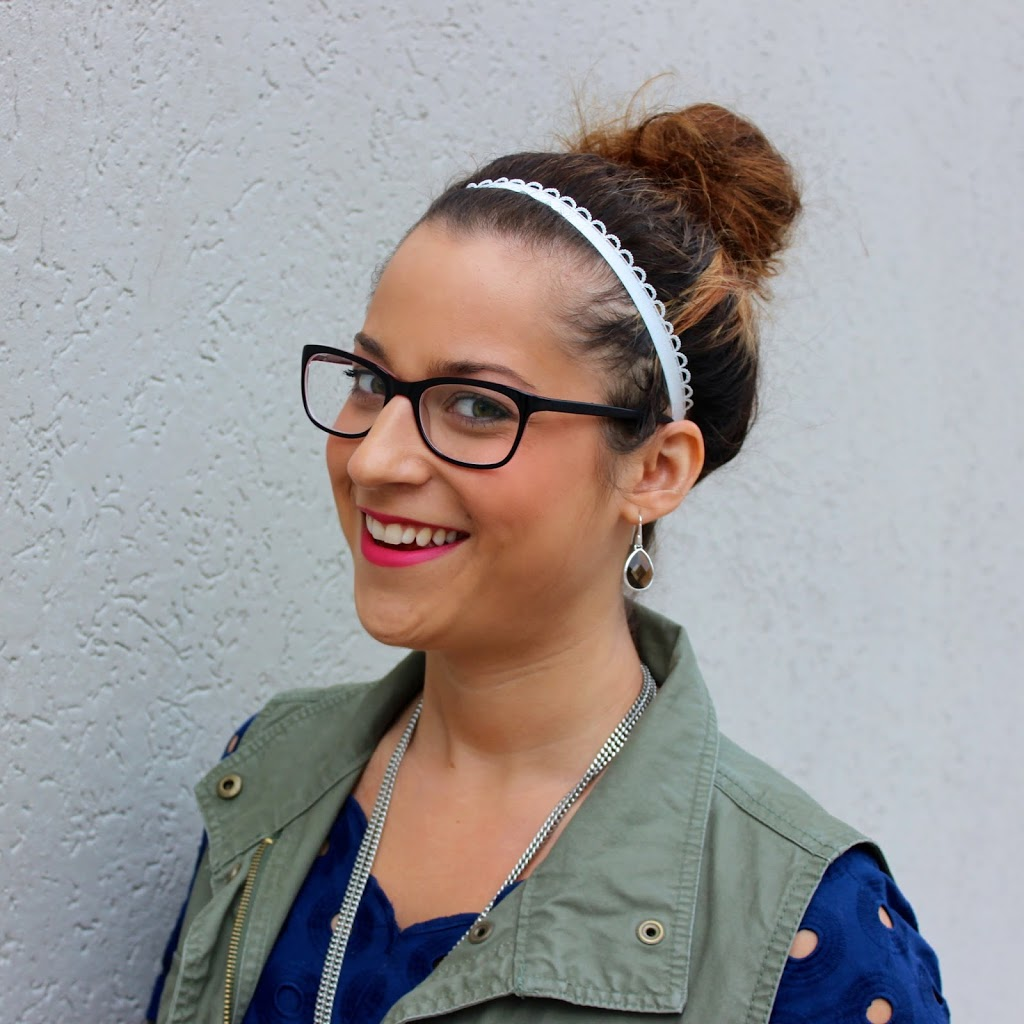 Canadian beauty and style blogger, showing how to wear a messy bun with bold pink lipstick