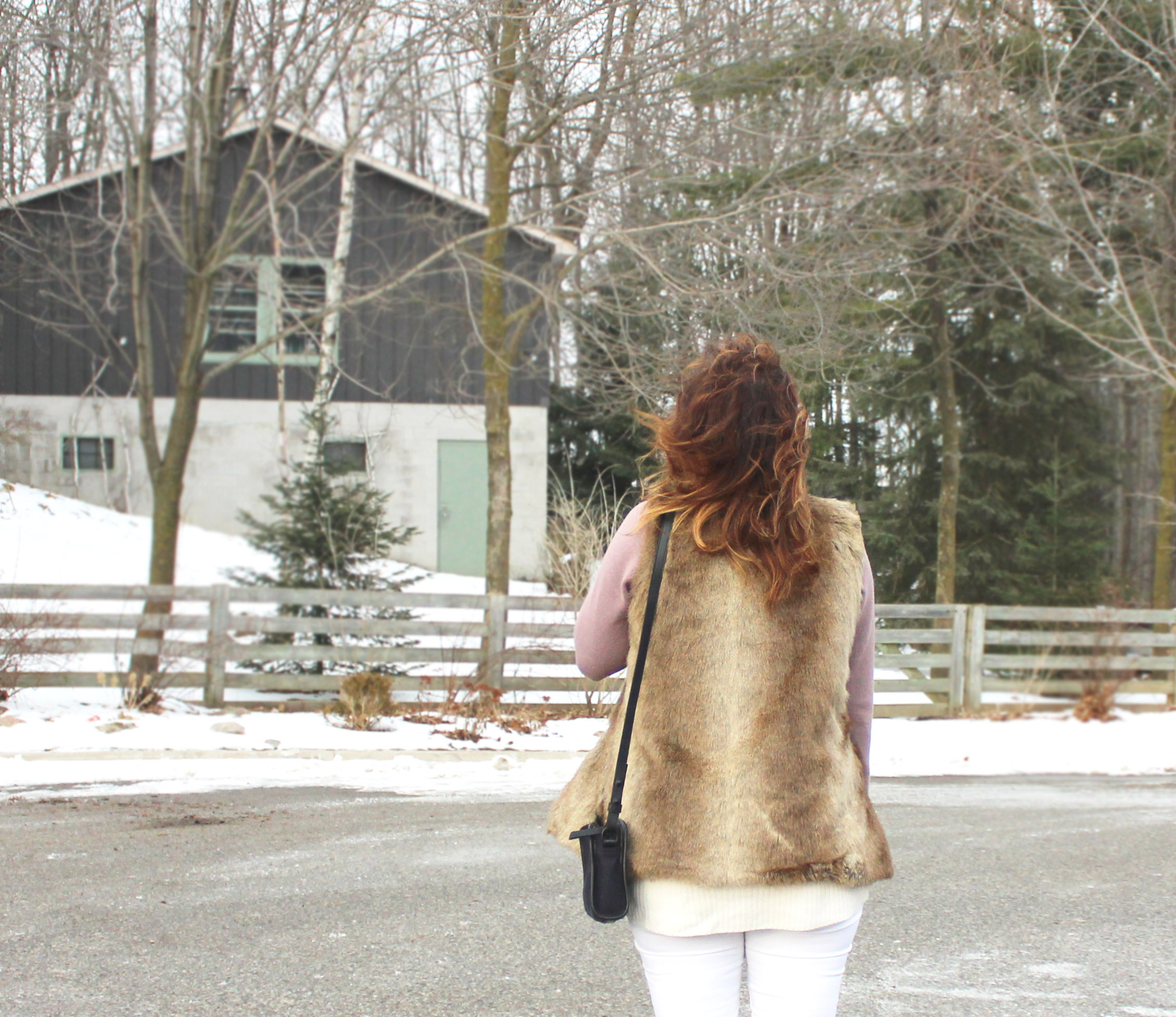 Wearing White in Winter - How to style white jeans in the winter // somethingaboutthat.com