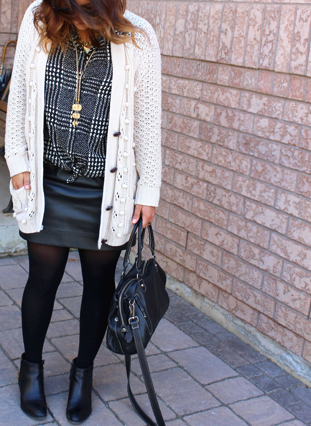 One outfit from day to night - Faux leather skirt and an oversized cardigan