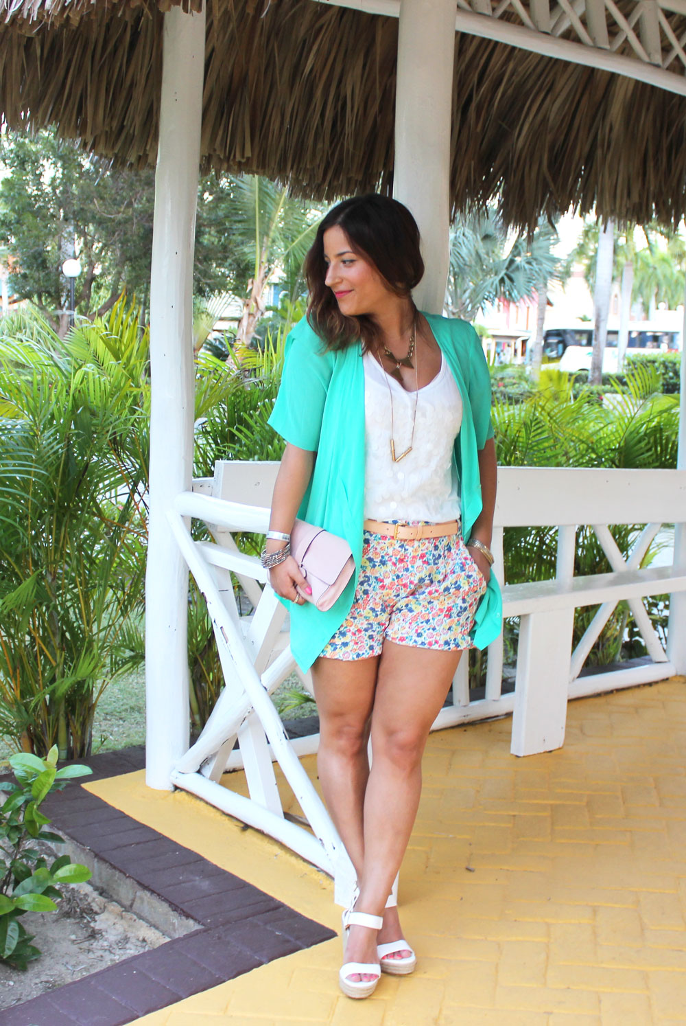 Canadian fashion blogger - how to dress for spring break vacation