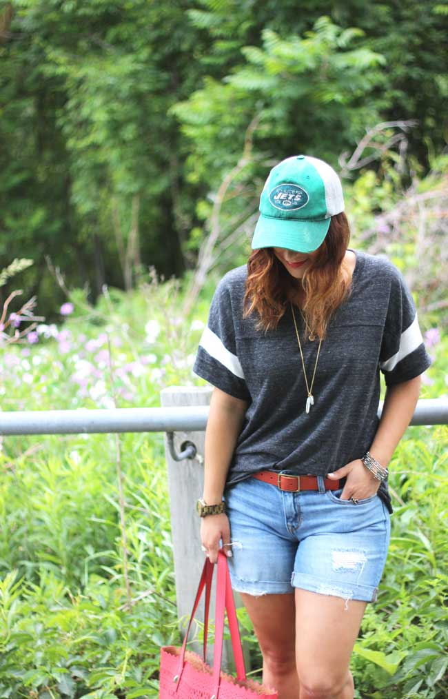 Boyfriend shorts and a baseball cap for a casual, sporty summer outfit