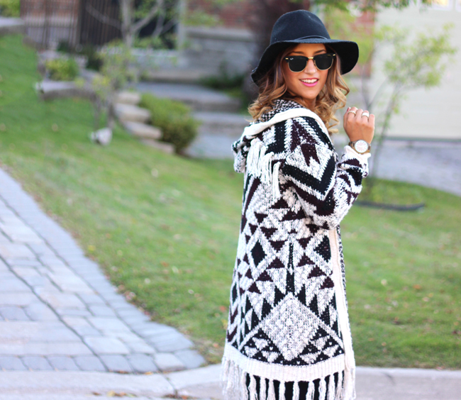 Fall into Gorgeous - Fringes, black denim and a floppy hat