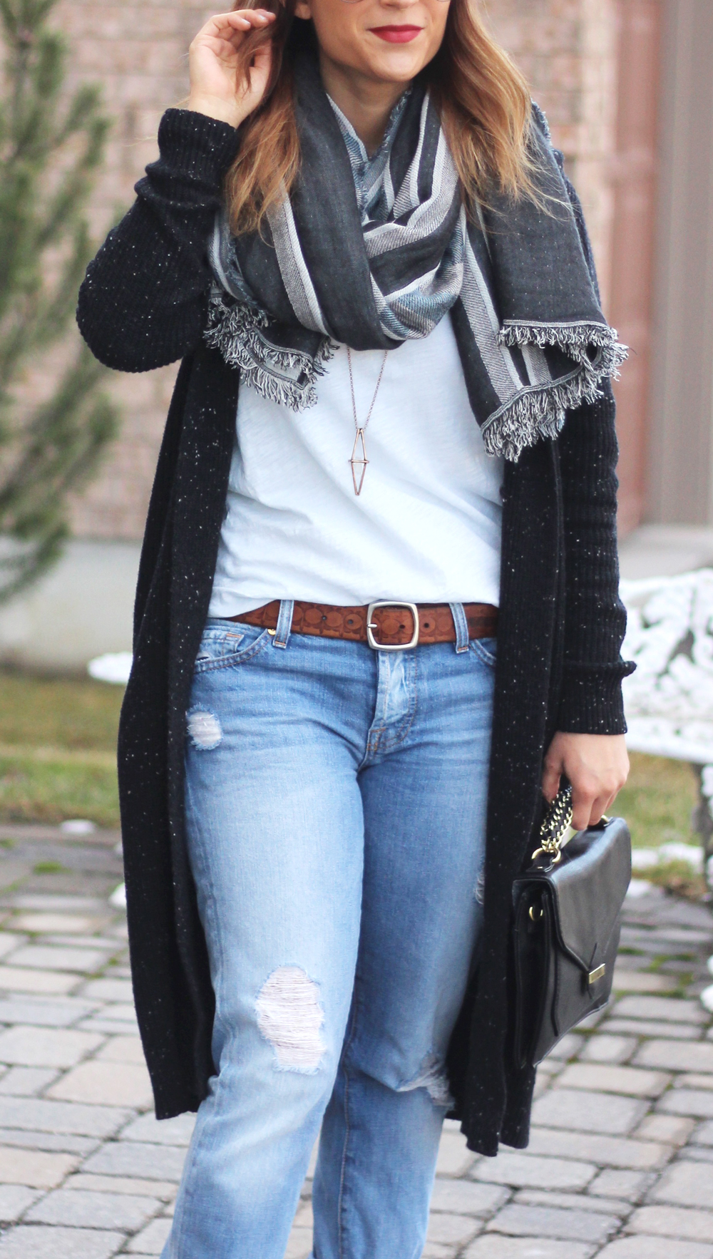 fall outfit idea - how to wear a longline cardigan and a blanket scarf, with boyfriend jeans