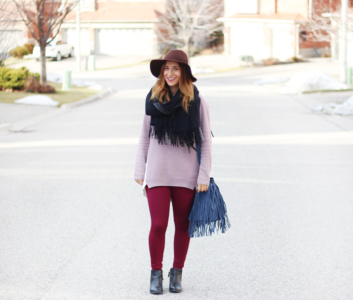 Simple Winter Outfit: Cozy Sweater, Floppy Hat, Blanket Scarf