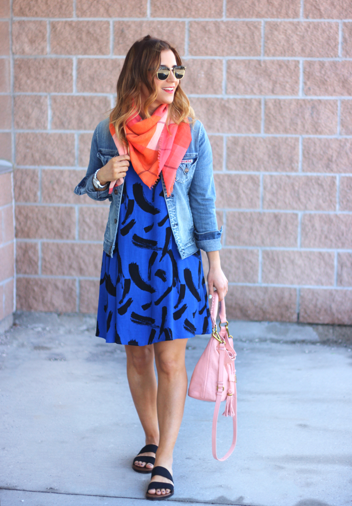 Street Style outfit idea - Bright pink Gap scarf, jean jacket and a shift dress