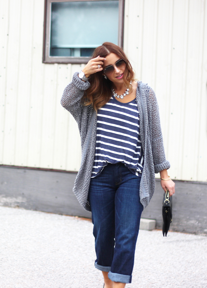 Fashion Blogger Outfit Idea - boyfriend jeans from Banana Republic and an oversized cardigan from Aritzia