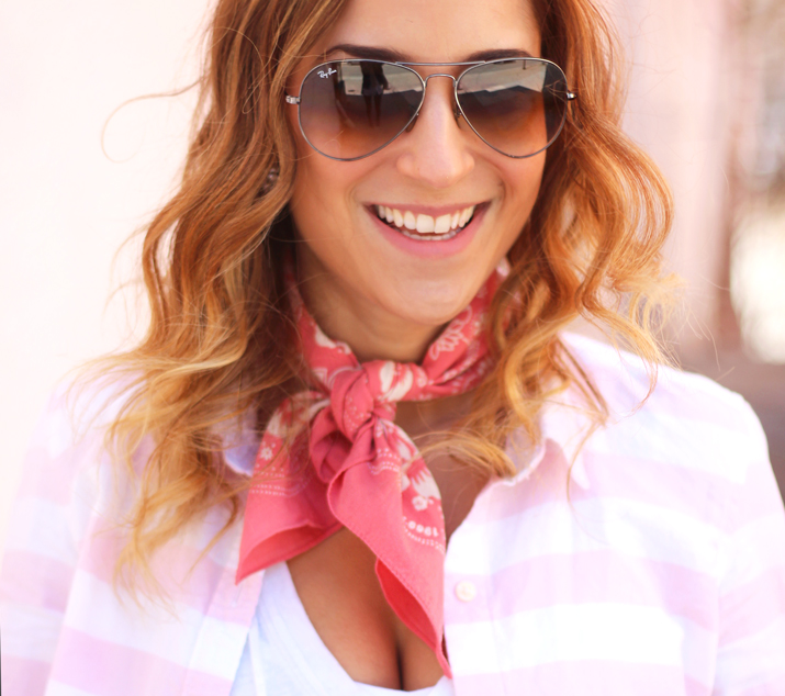 How to wear a neckerchief like a fashion blogger