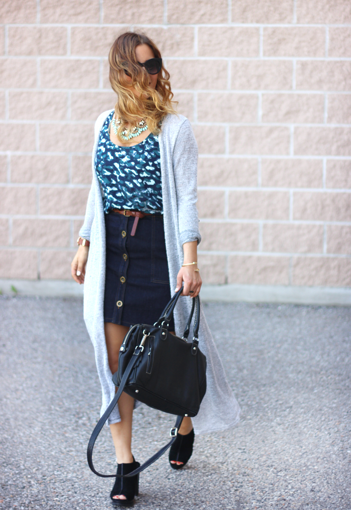 Canadian Fashion Blogger, wearing a button front skirt from Banana Republic #itsbanana