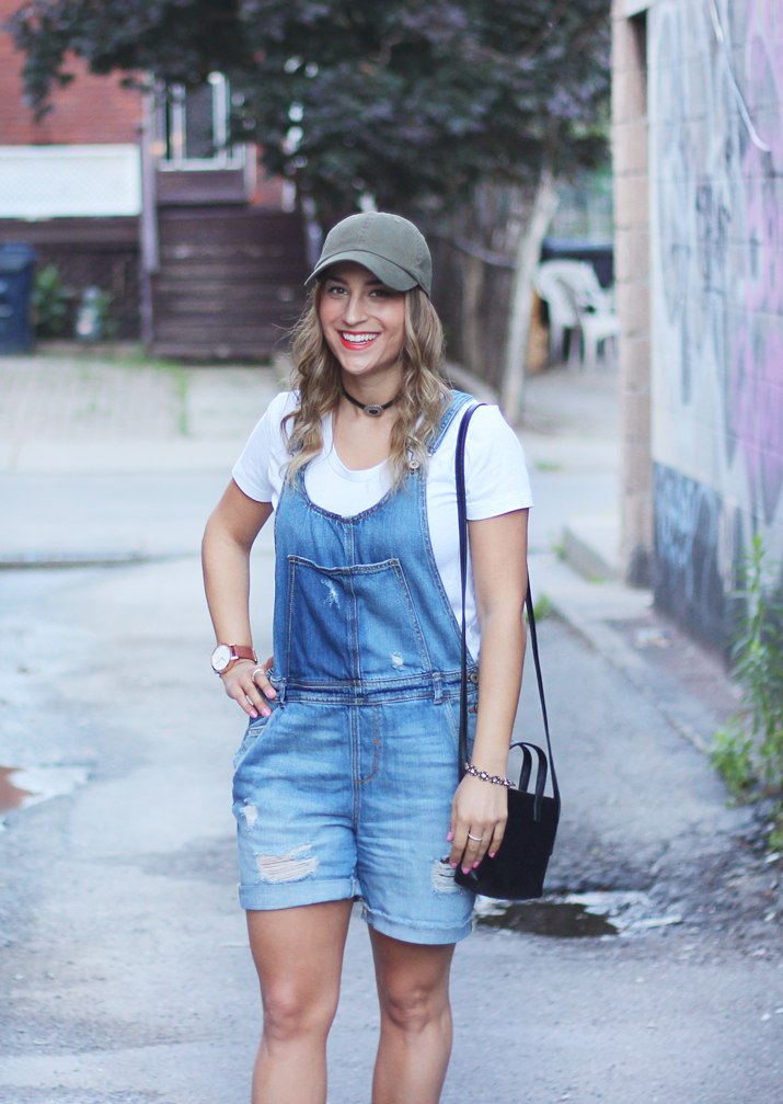 How to wear denim overalls fashionably