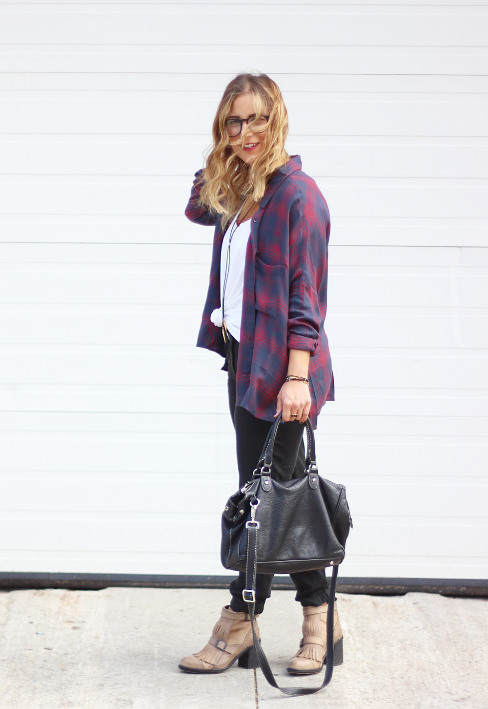 Fall outfit idea: How to wear an oversized flannel top and still look stylish