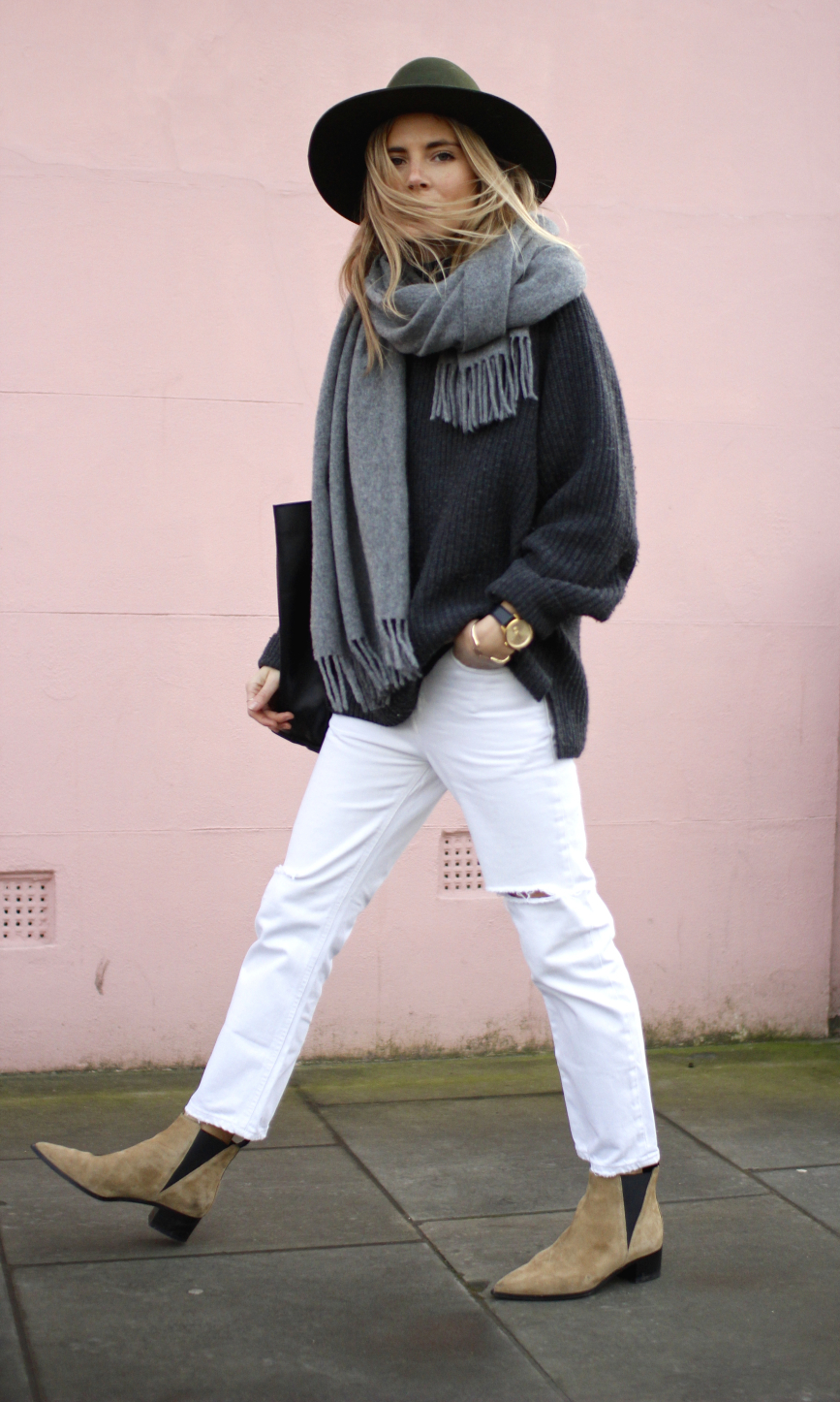 White boyfriend jeans - how to wear white in fall