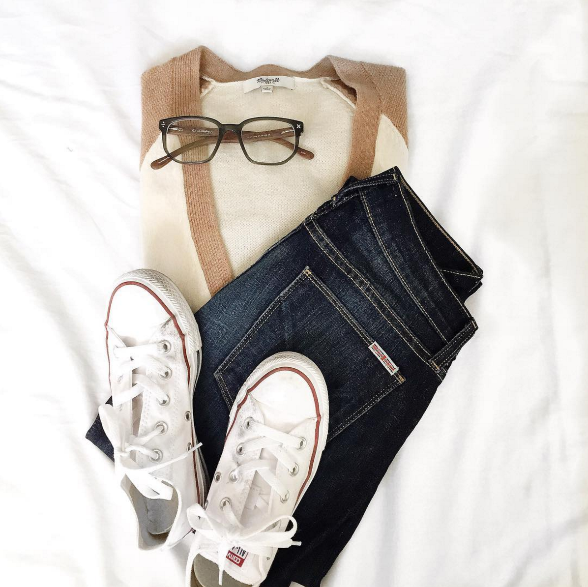 Tips on how to take a perfect instagram flat lay, from toronto-based Jackie Goldhar (@jackmise)