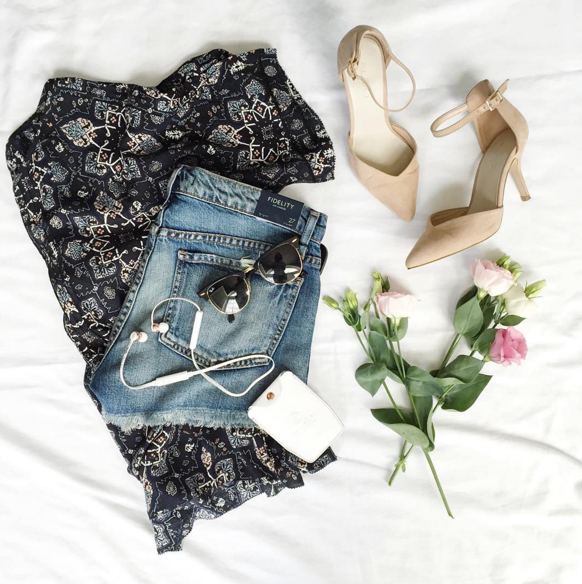 Tips for instagram flat lay photography, from Toronto-based Instagrammer, Jackie Goldhar (@jackmise)