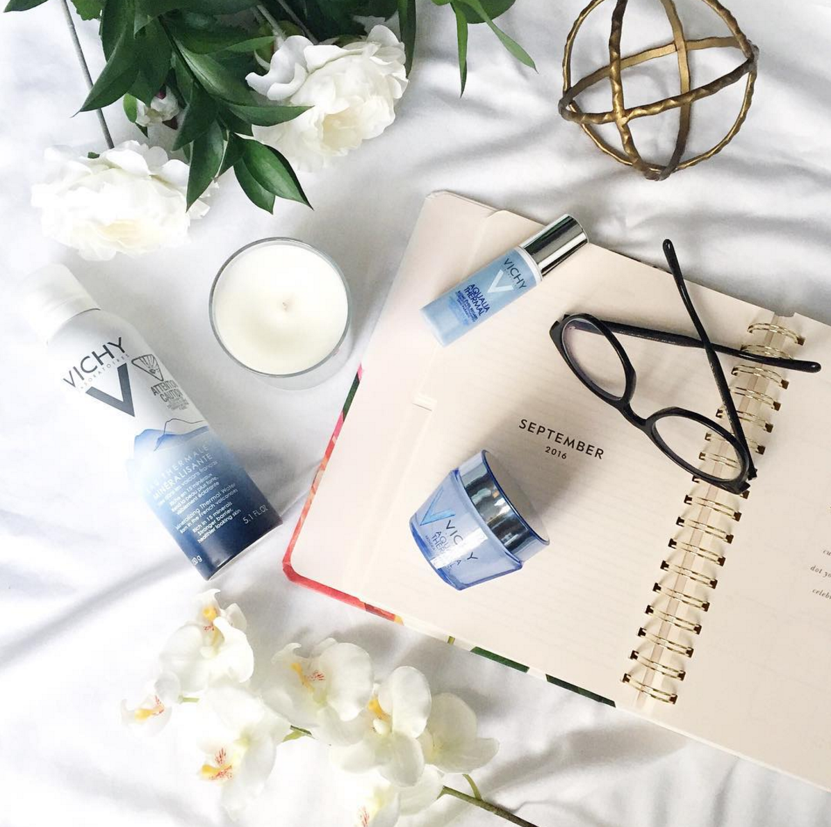 How to create an instagram flat lay - 10 tips from Toronto-based fashion blogger, Jackie Goldhar (@jackmise)