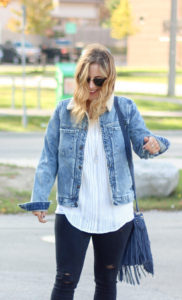 How to wear a denim sherpa jacket for the fall and winter like a fashion blogger