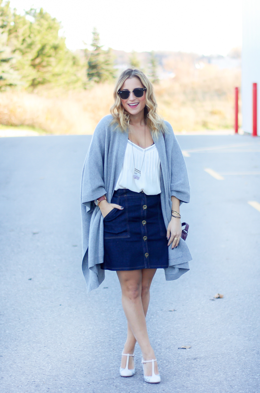 Toronto fashion and lifestyle blogger, Jackie Goldhar, from Something About That, shares an easy fall outfit, featuring pieces from Aritzia, Gap and Banana Republic
