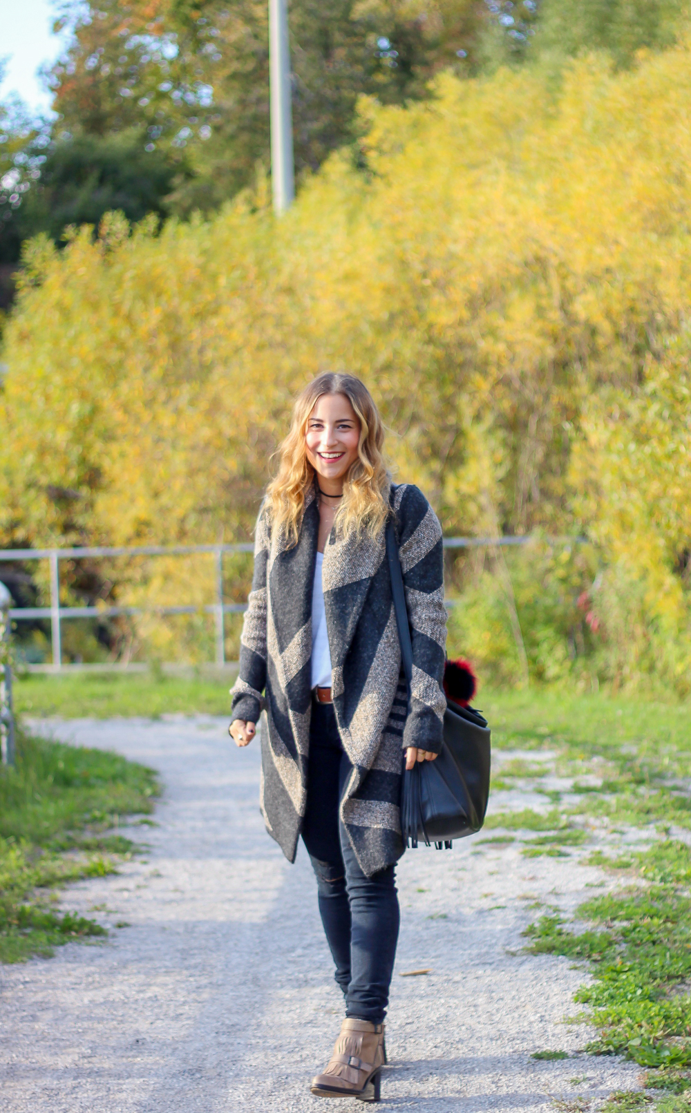 Toronto fashion, beauty and lifestyle blogger, Jackie Goldhar, shows you how to wear a Cardigan Coat for the fall