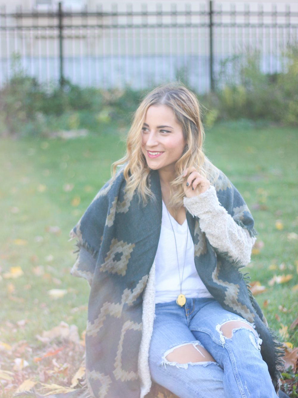 Easy fall outfit idea for the weekend - Aritzia blanket scarf and boyfriend jeans
