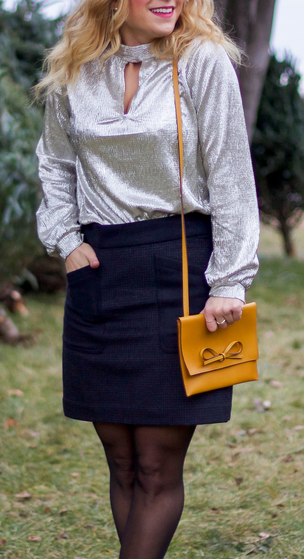 Toronto fashion blogger, Jackie Goldhar, wearing a holiday top from Express and a J.Crew skirt with oversized pockets