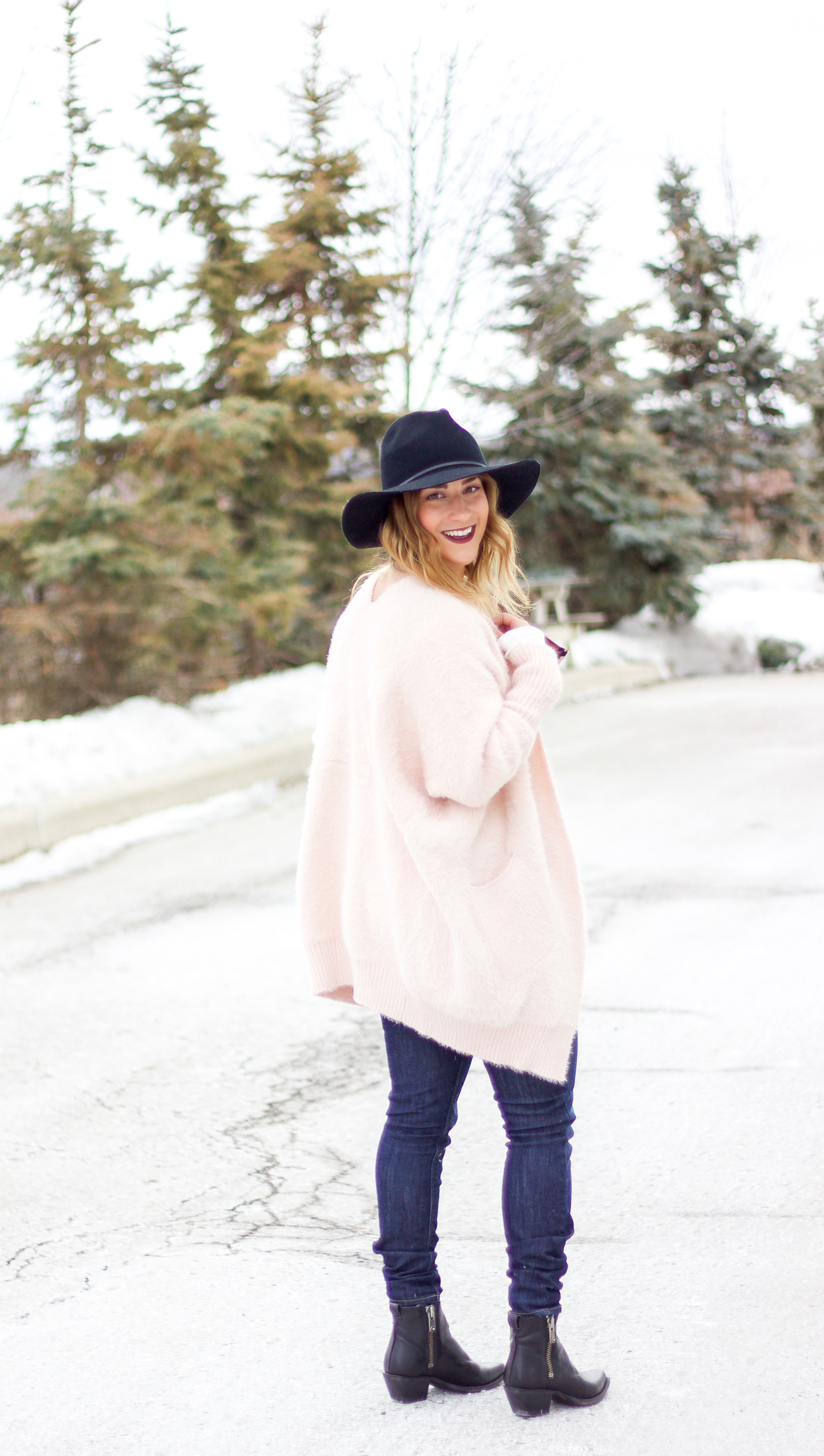Jackie is a Canadian fashion and lifestyle blogger and she's wearing a pink cozy cardigan from Chicwish