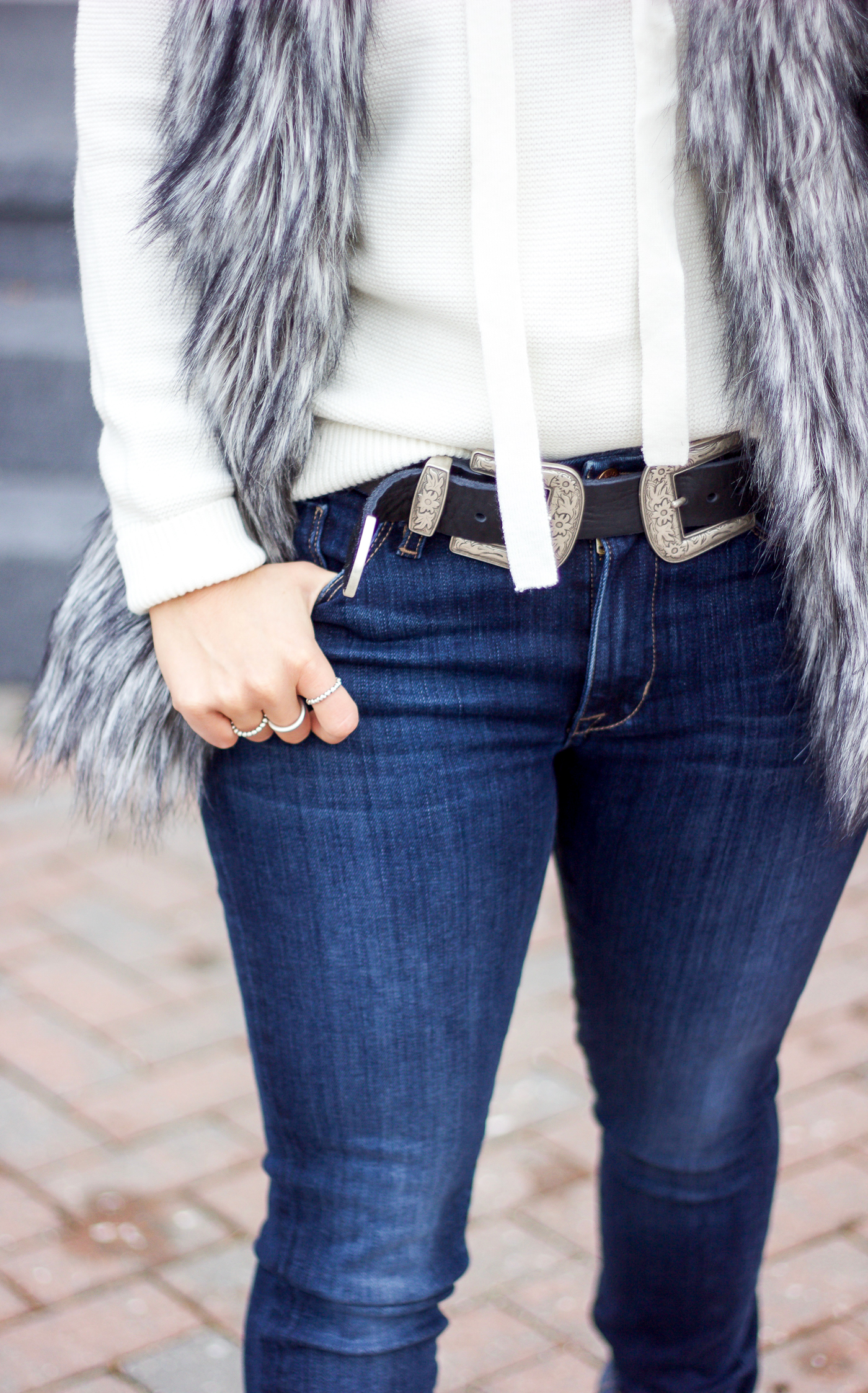 Toronto fashion blogger, Jackie Goldhar of Something About That is wearing Fidelity jeans with a double buckle belt from BRAVE Leather