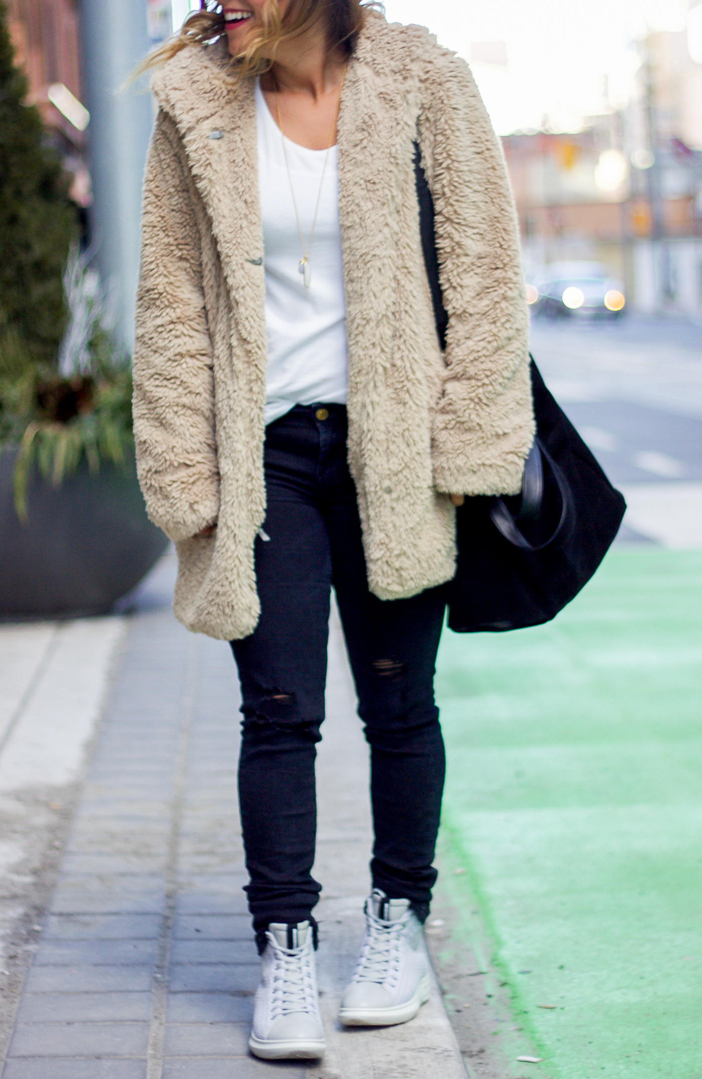 Toronto life and style blogger, Jackie Goldhar is wearing a cozy and chic winter outfit