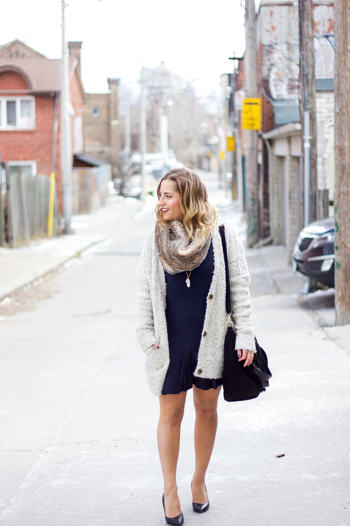 Canadian fashion blogger shows you how easy it is to wear a faux fur scarf during the winter