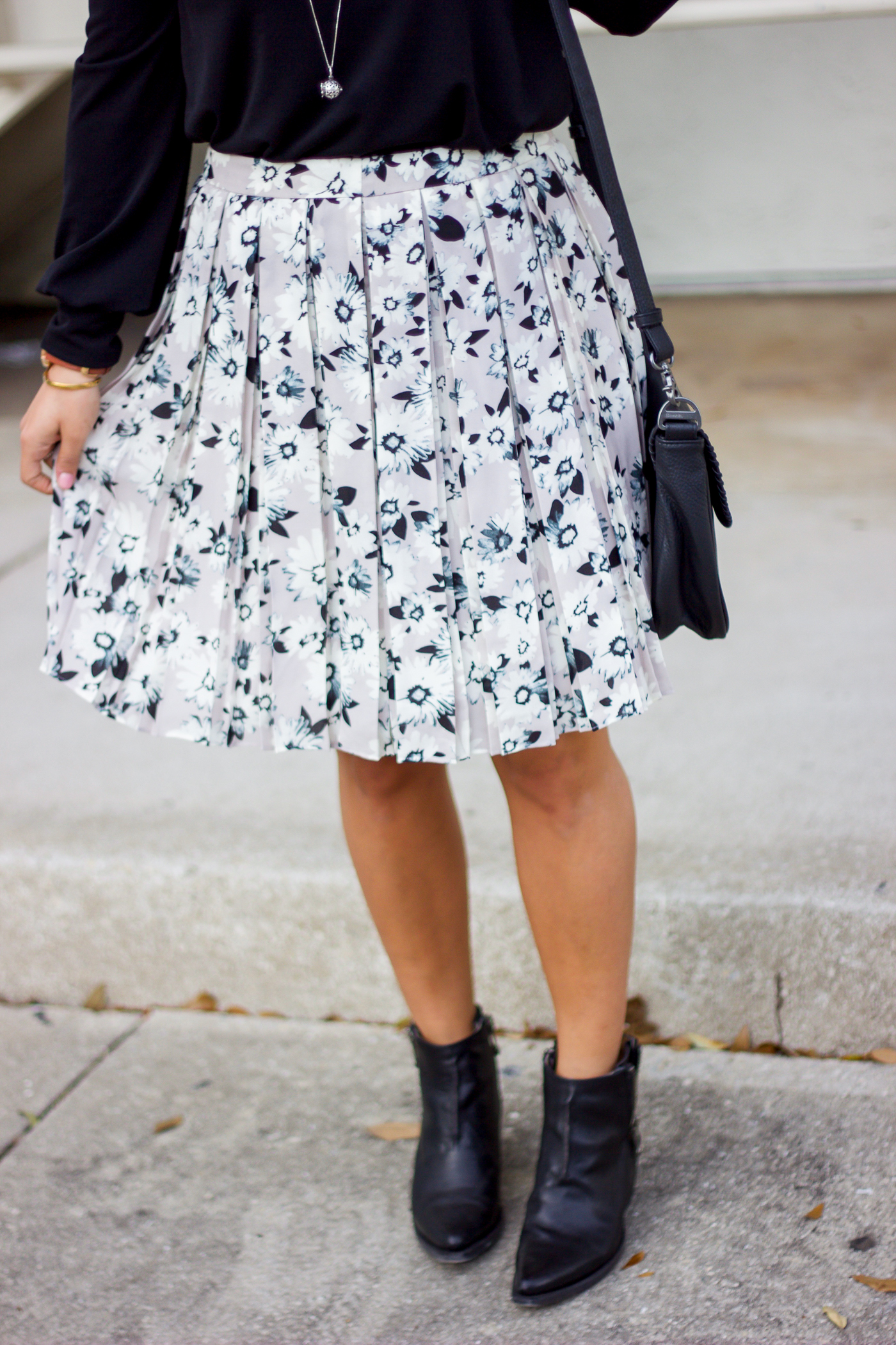 Toronto fashion blogger is wearing a pretty floral skirt from Banana Republic with black leather Frye ankle booties