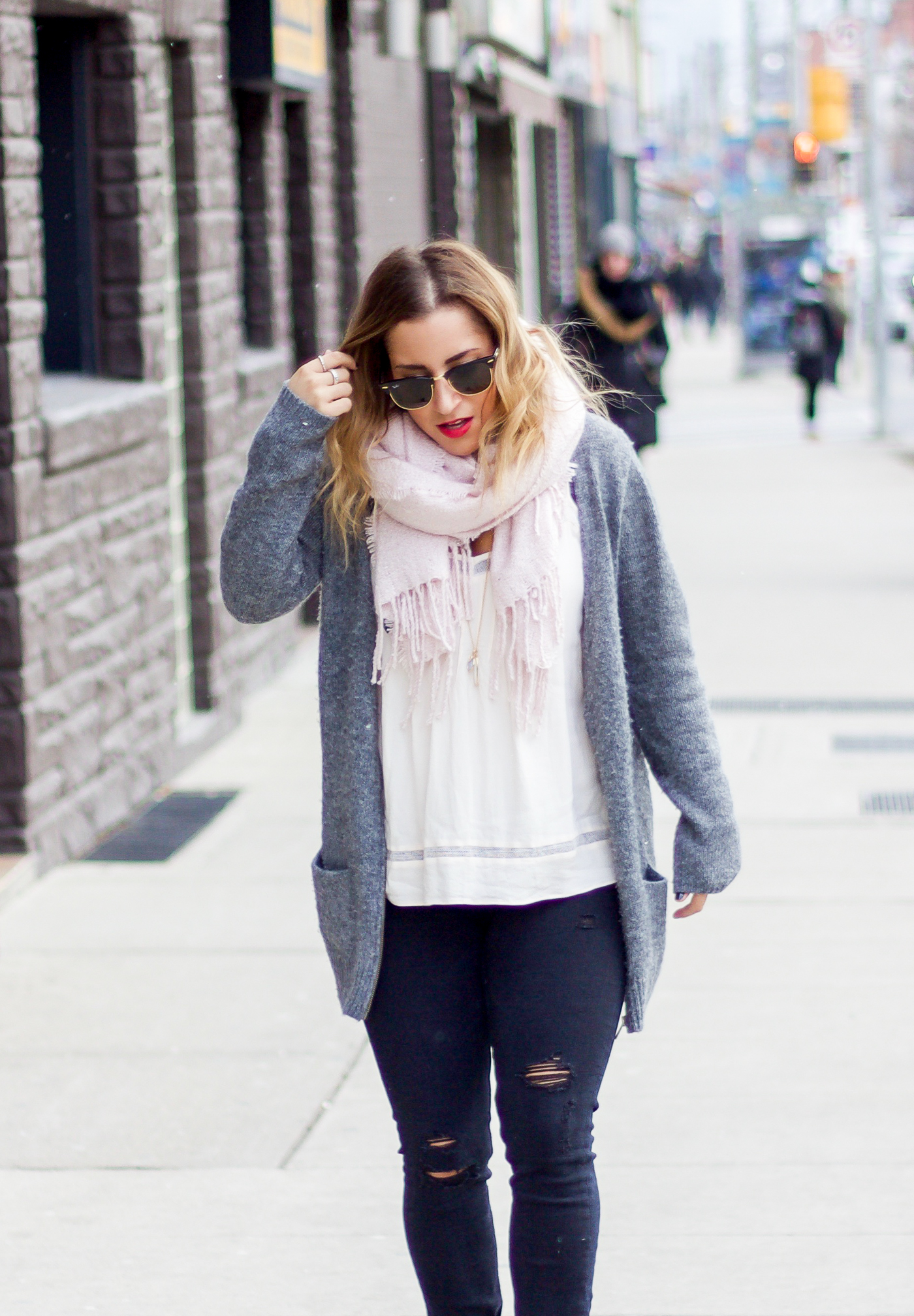 Jackie Goldhar is a Toronto-based fashion and lifestyle blogger, wearing a winter cardigan from Old Navy