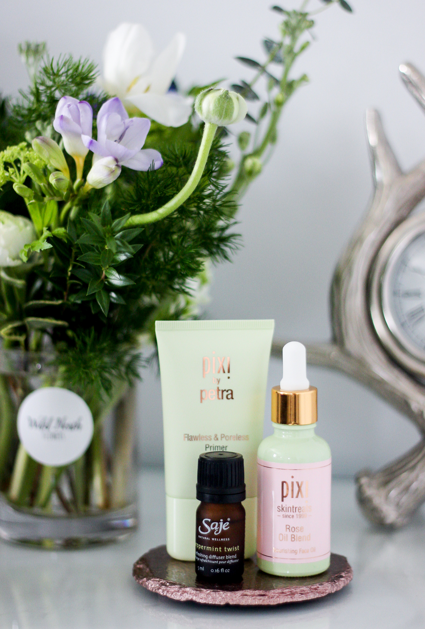 This week's reads, eats and buys, featuring a shot of some of my new favourite beauty products from Pixi by Petra