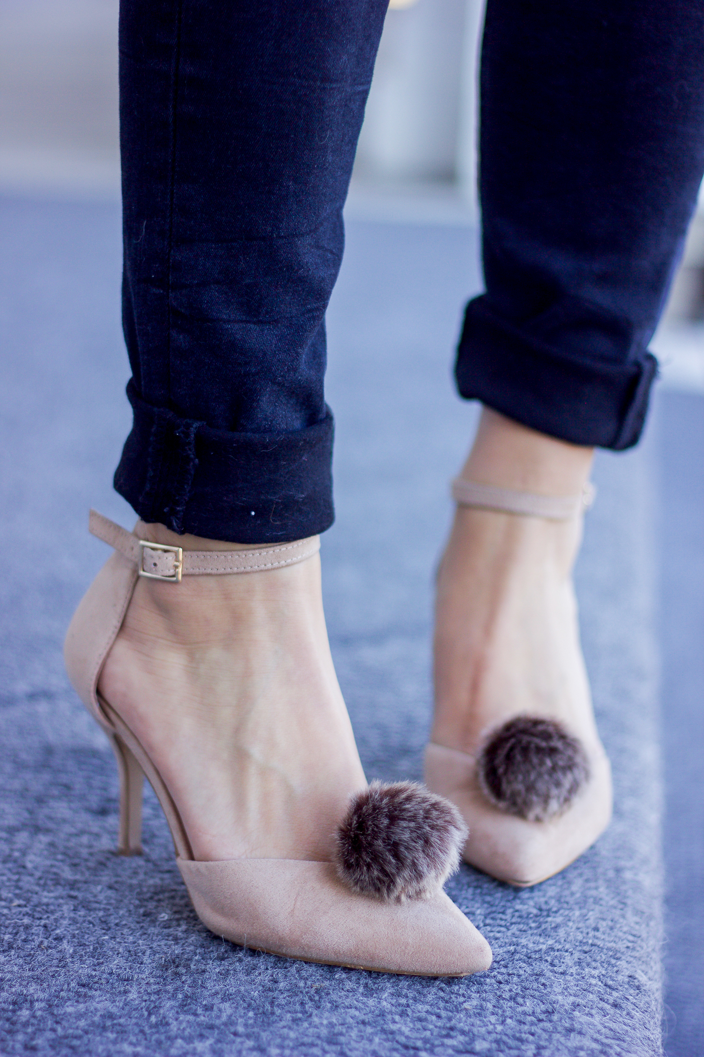 Toronto blogger wearing pombons shoe accessories