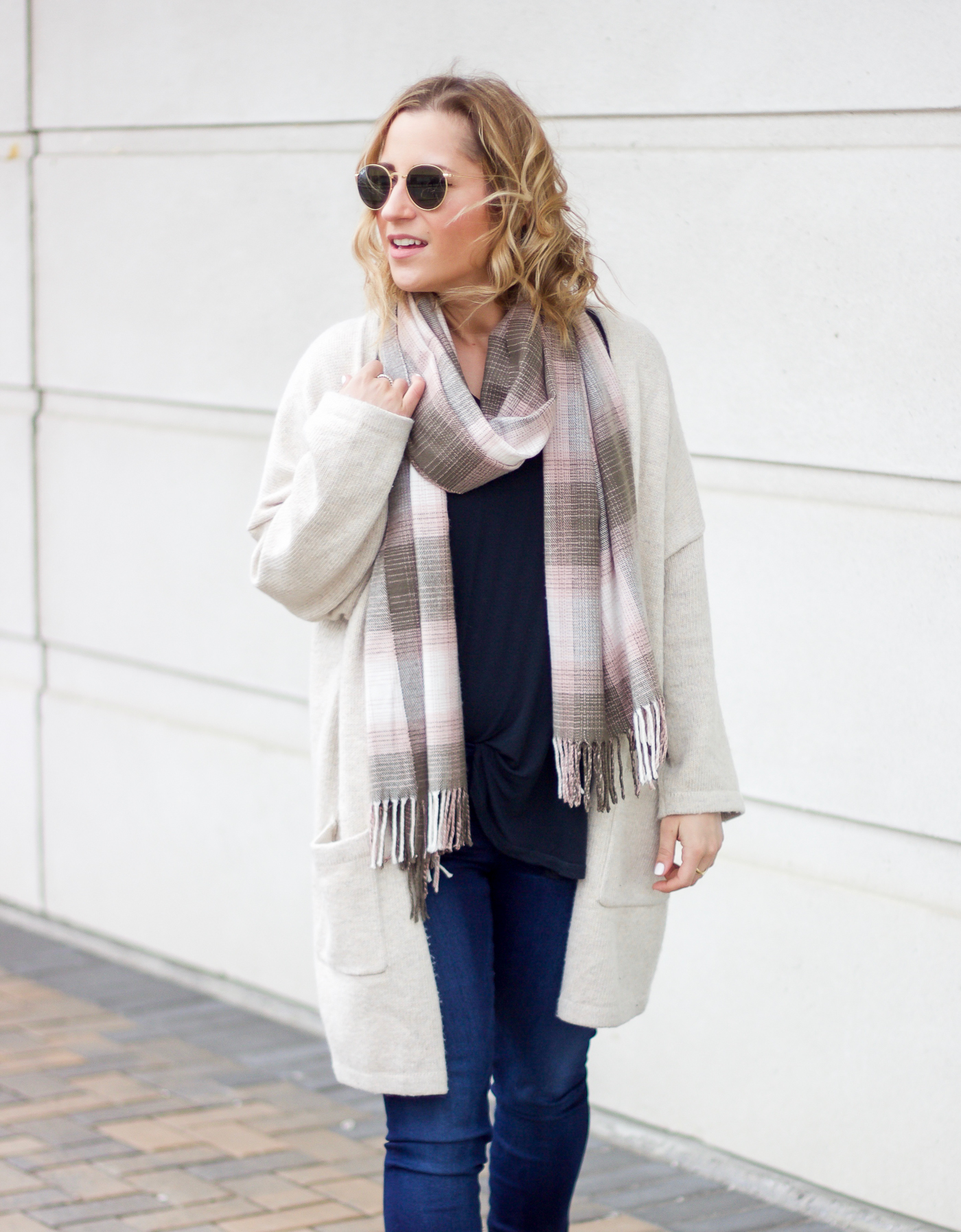 Toronto fashion blogger is wearing round Ray-Ban sunglasses with a simple outfit, featuring a cardigan from Gap and jeans