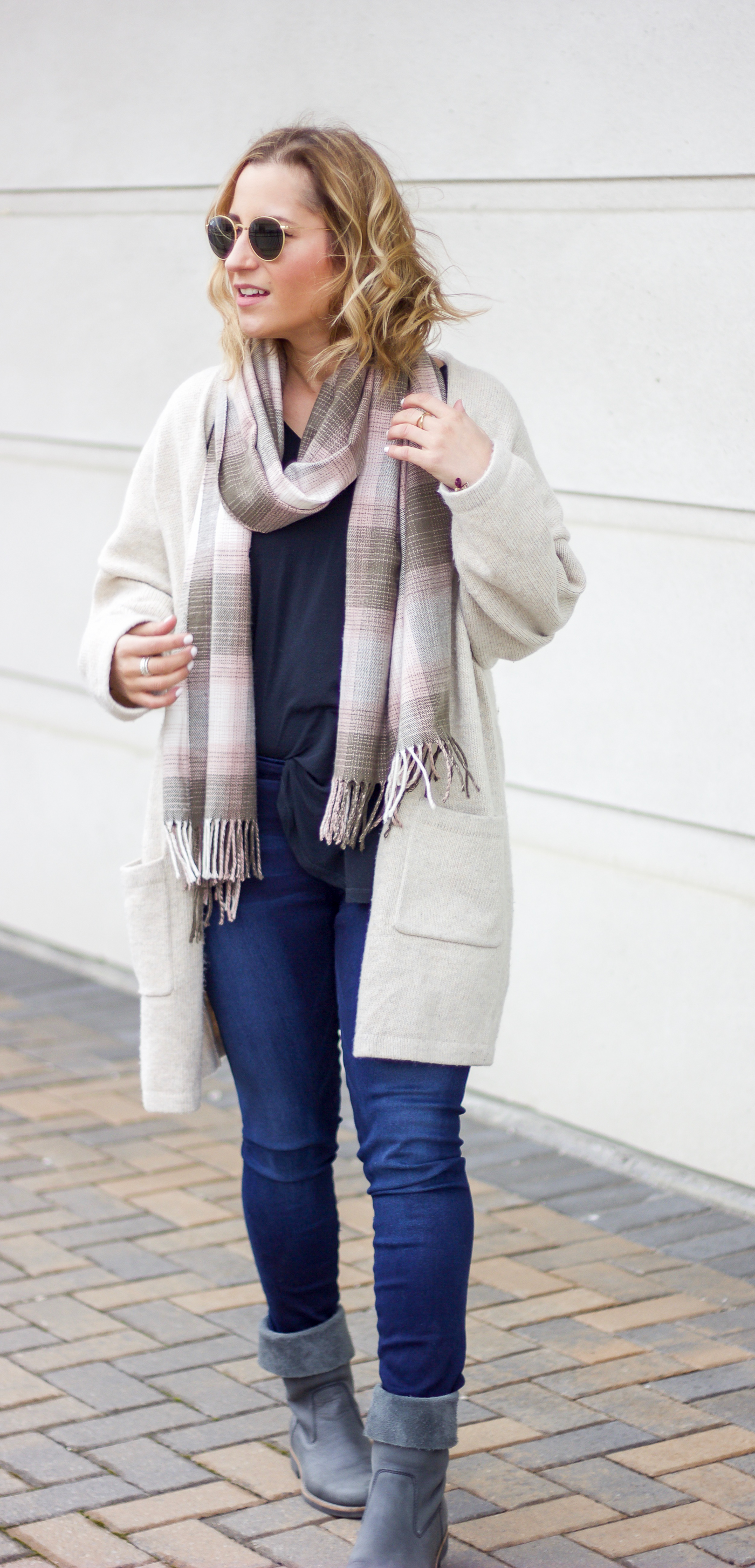 Canadian fashion blogger is wearing a neutral cardigan with pockets from Gap with an oversized tee, plaid scarf and jeans