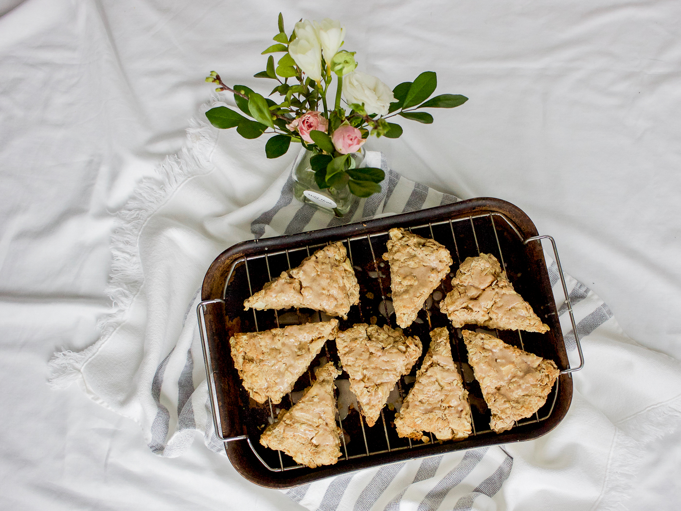 Easy recipe for oatmeal cinnamon apple scones