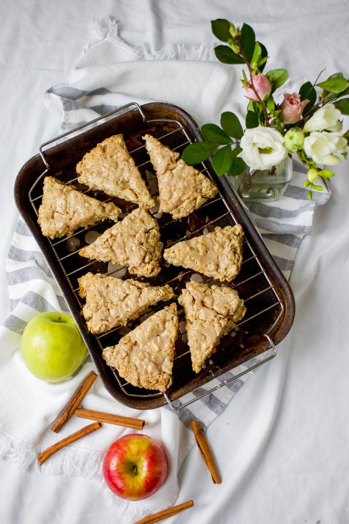 Delicious recipe for oatmeal cinnamon apple scones