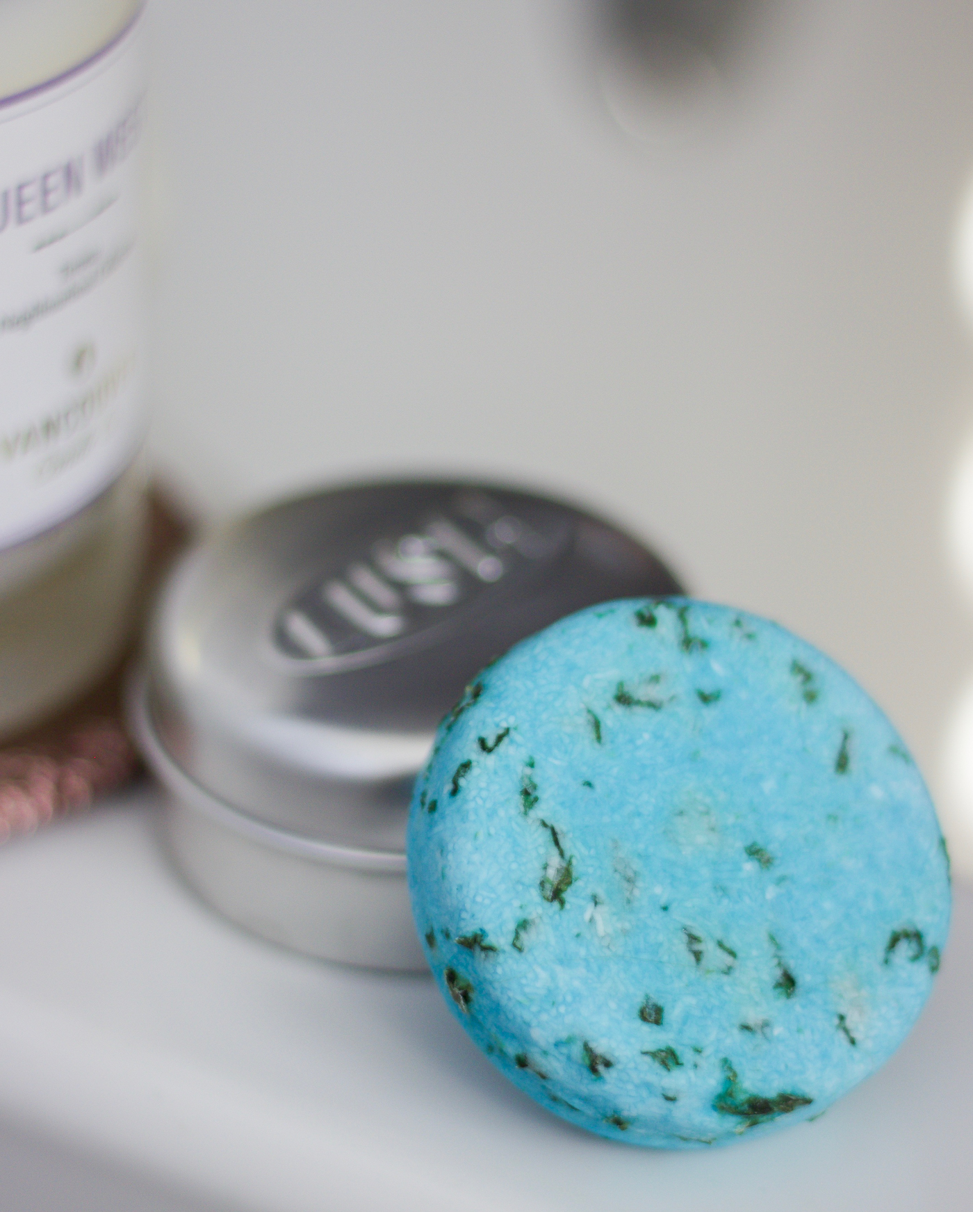 Review of the Seanik Shampoo Bar from LUSH to help with soft water