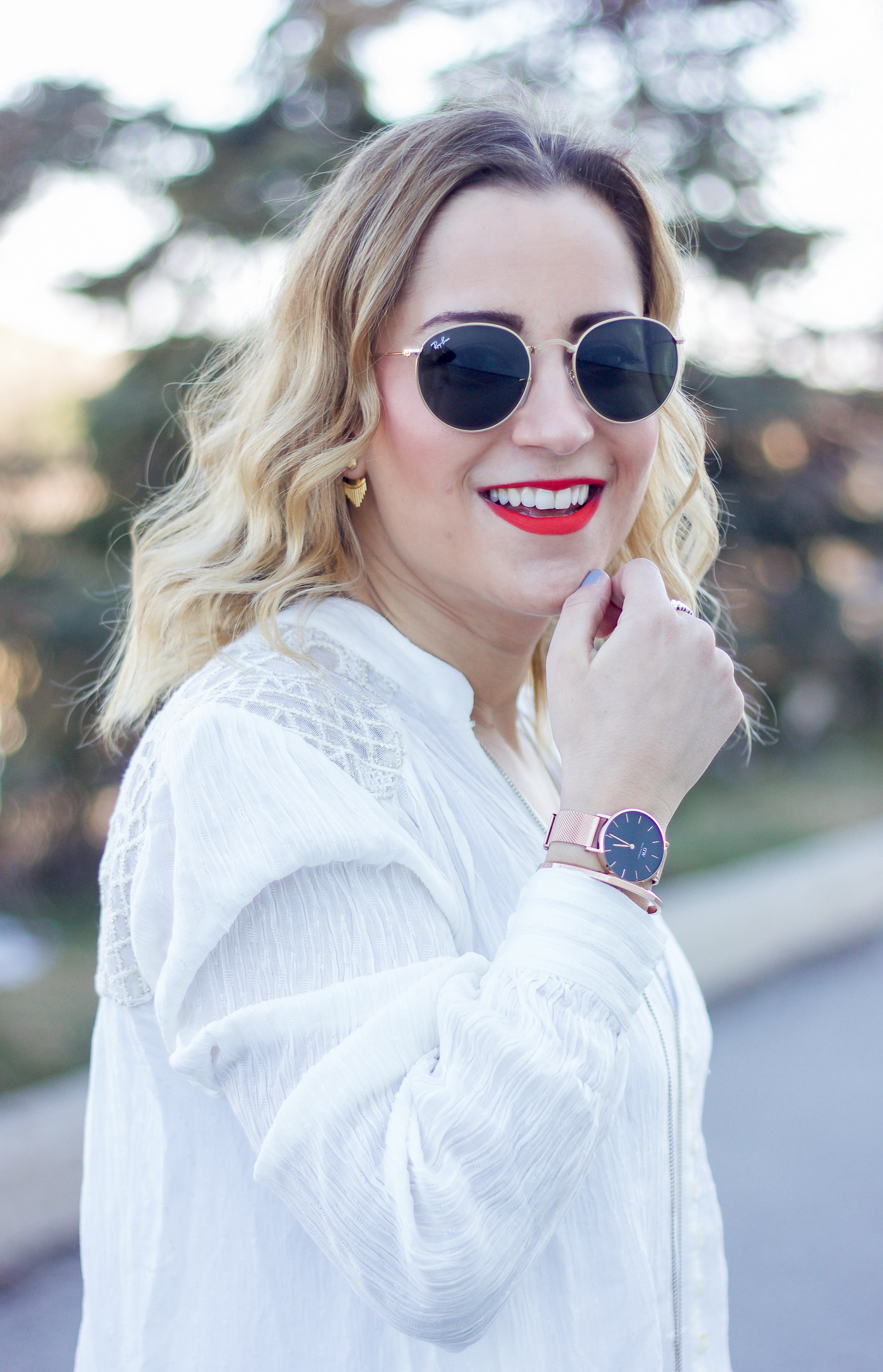 Canadian blogger, Jackie Goldhar, wearing a white boho blouse and a Daniel Wellington Rose Gold and Black Classic Petite Watch