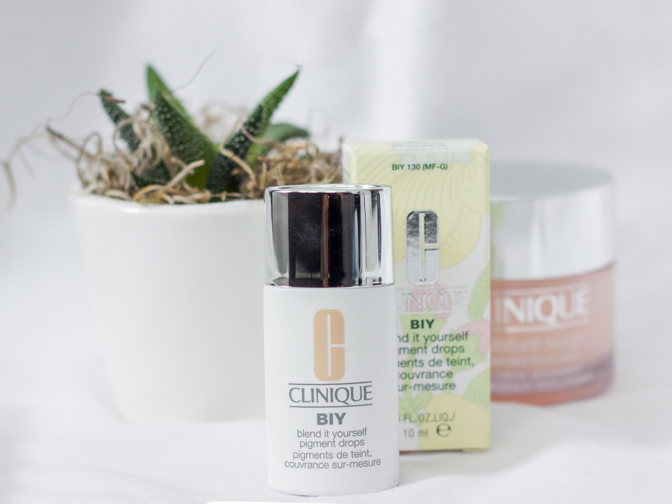 Canadian life and style blogger, Jackie of Something About That is sharing a review and details about the new Clinique BIY Blend It Yourself Pigment Drops
