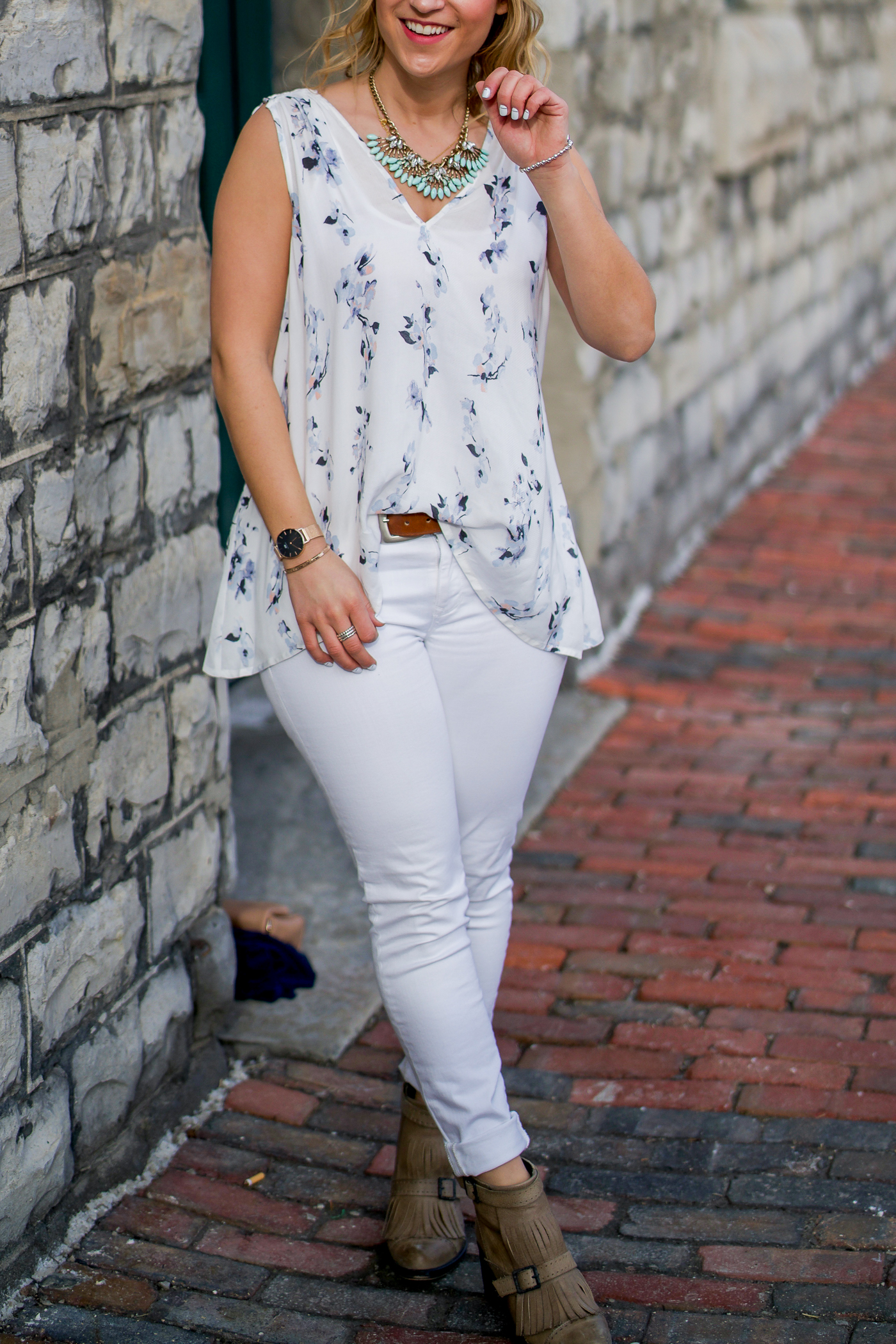 Spring outfit idea - wear white jeans with a white floral top