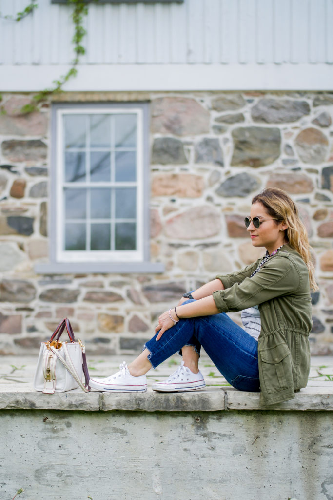 Toronto-based lifestyle, fashion and beauty blogger, Jackie at Something About That, wearing a casual and chic weekend outfit with jeans