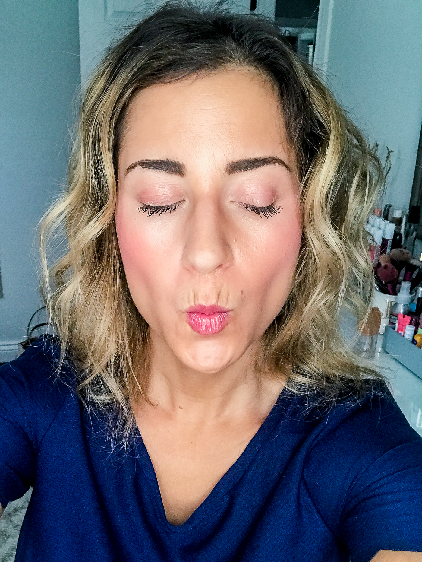 Toronto fashion and lifestyle blogger, Jackie at Something About That, is sharing her products used as a part of her super simple summer makeup routine