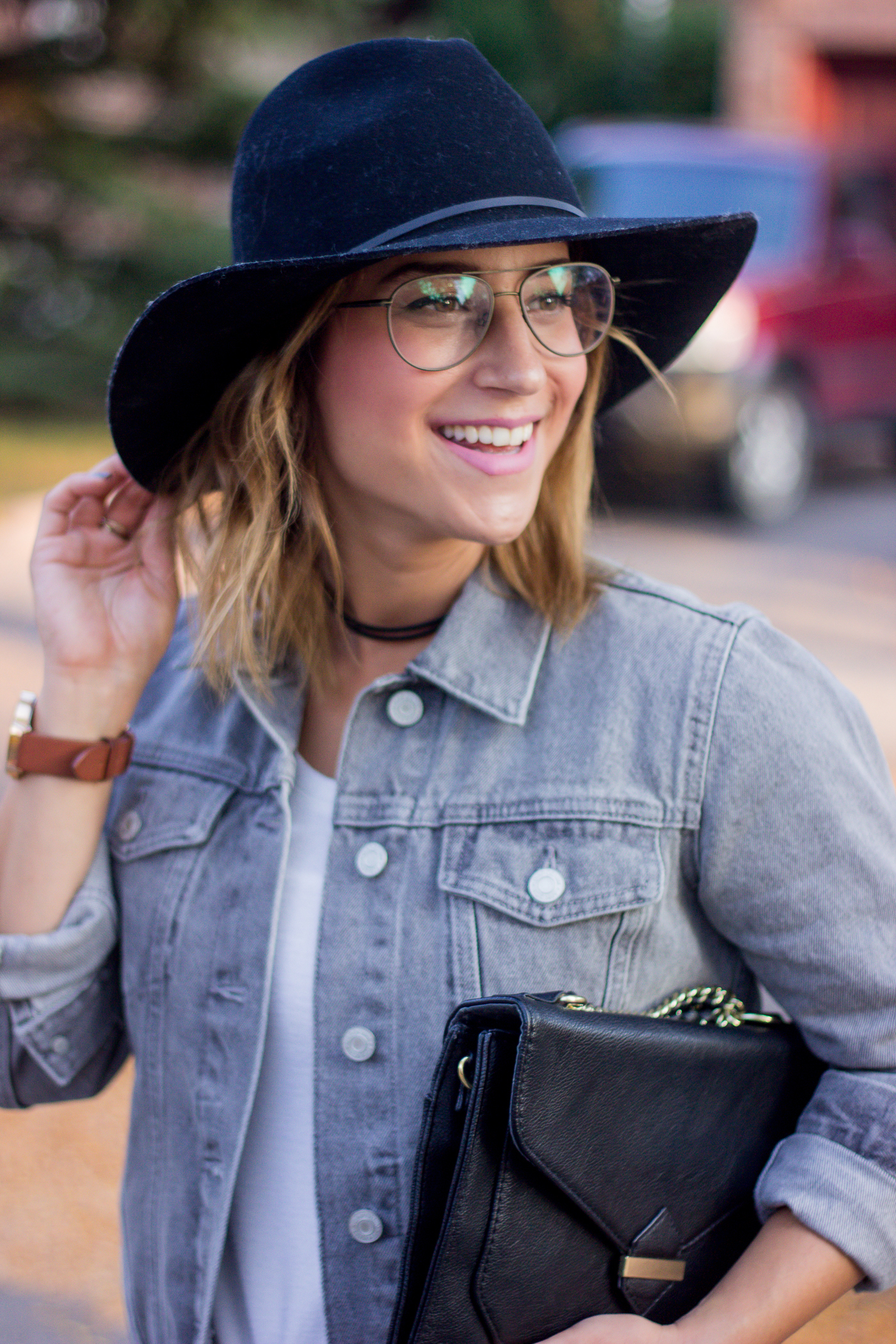 Canadian fashion blogger Jackie from Something About That is wearing the Joseph Marc Observation Aviator frames from Clearly in size small