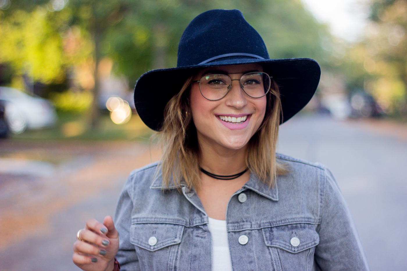 Toronto-based lifestyle and fashion blogger, Jackie at Something About That is sharing how to shop for glasses online and have them look good on you