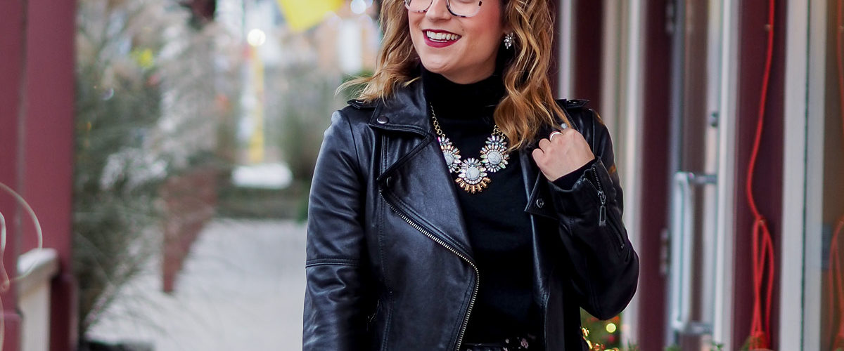 Cute Holiday Outfit Idea with Glasses
