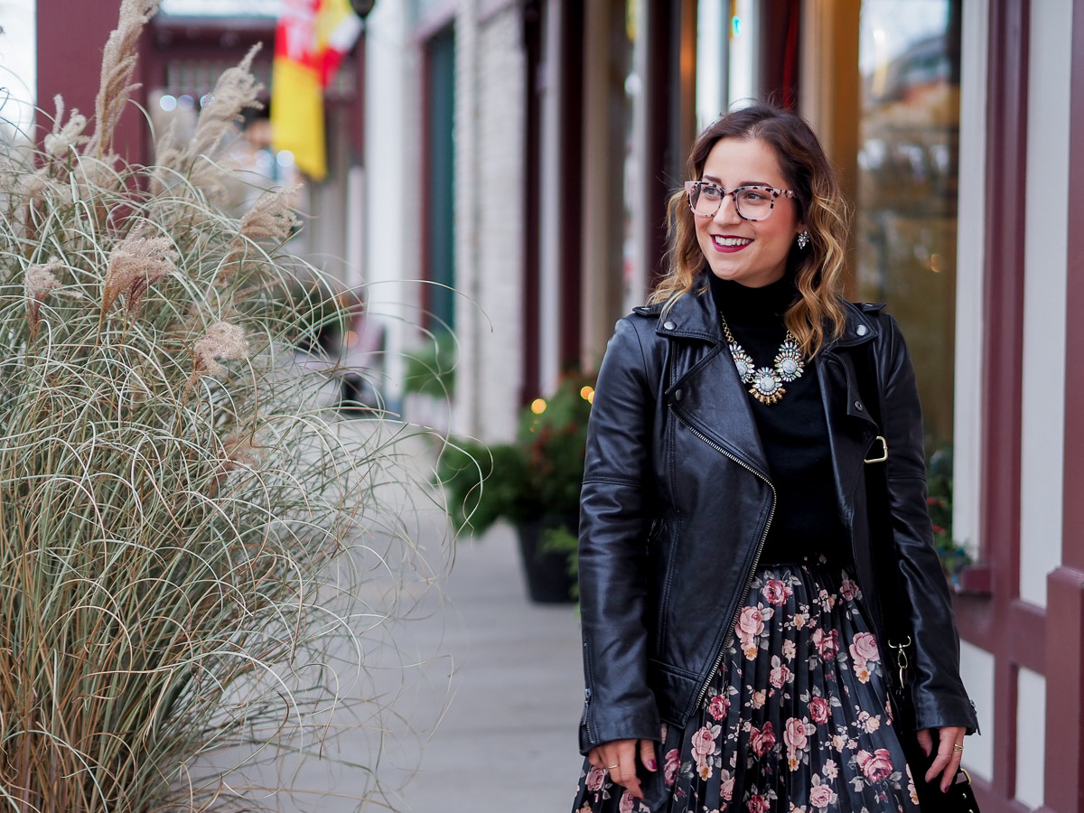 Toronto-based lifestyle and fashion blogger, Jackie Goldhar of Something About That, wearing the Main and Central Wednesday glasses frames in blush tortoise