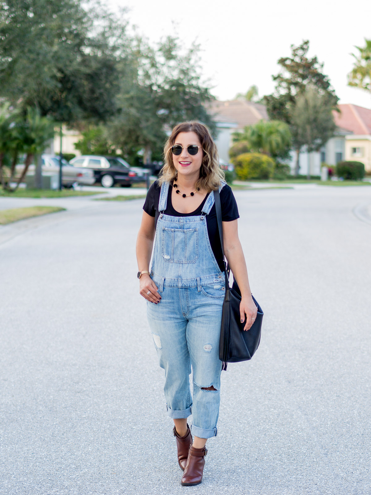 Jackie Goldhar is a petite fashion blogger from Toronto, showing how to wear ripped overalls